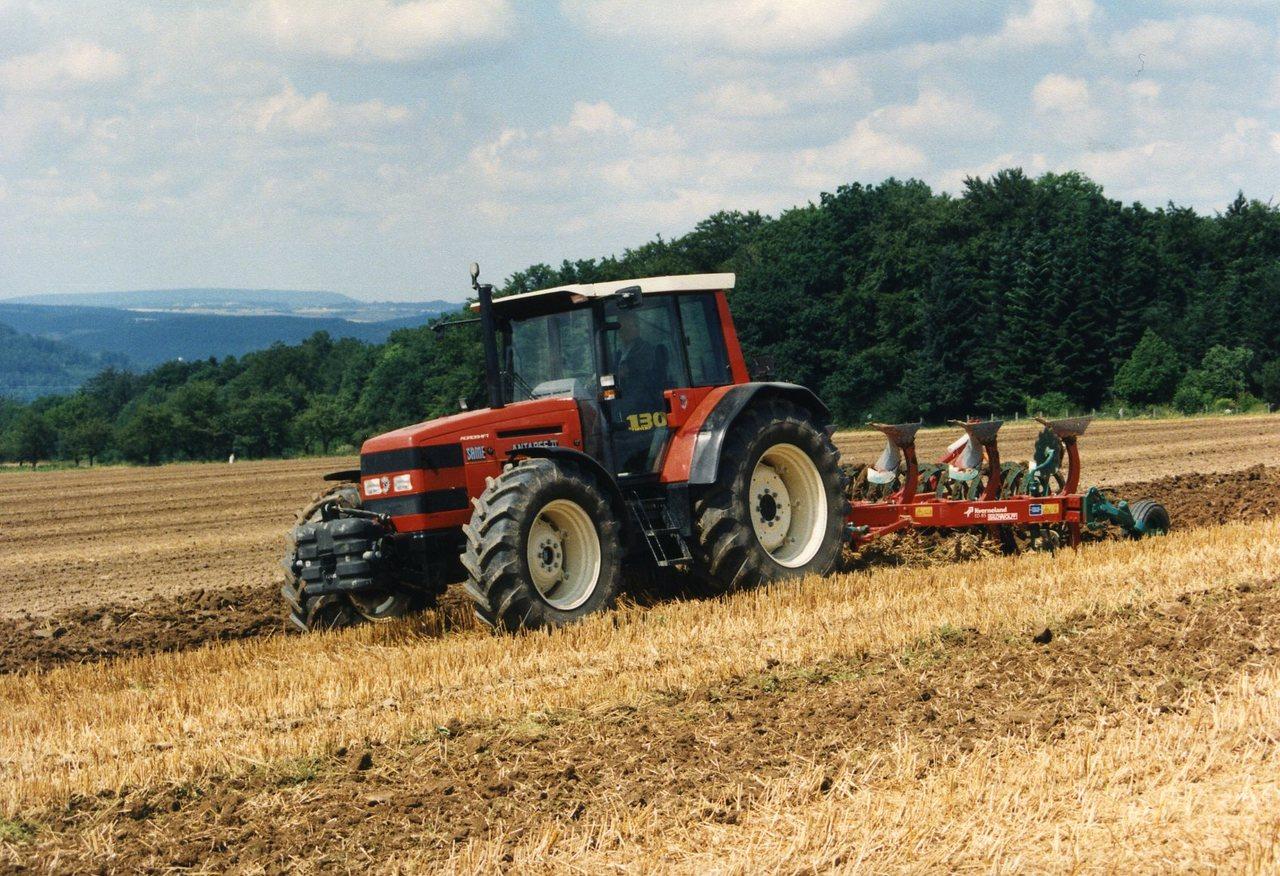 [SAME] trattori Titan 190 e Antares II, prove in campo con erpice, ripuntatore, aratro e seminatrice